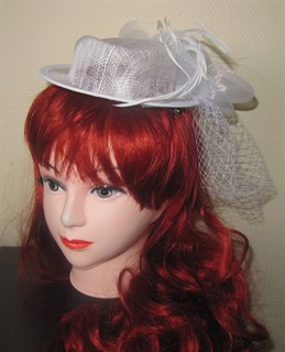 Шляпка цилиндр с вуалью белая