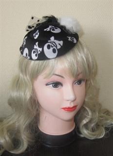Шляпка на Хэллоуин с черепами