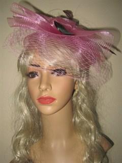 Розовая вуалетка с плотной вуалью и цветочками