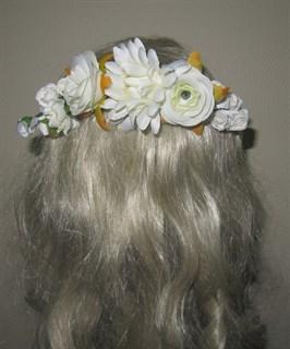 Ветка белых цветов на гребне 2404