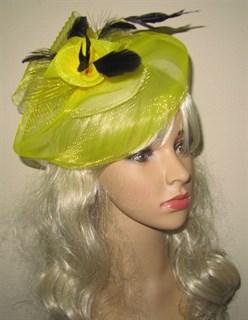 Желтая шляпка с плотной вуалью
