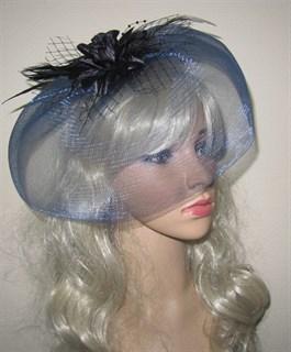 Темно-синяя шляпка с плотной вуалью и перьями