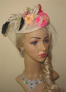 Шляпка Сандра с вуалью и розовыми розами