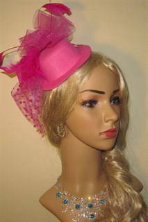 Шляпка-цилиндр на заколке розовая