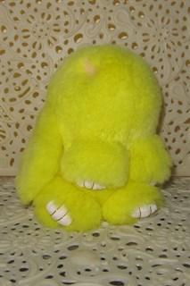 Люкс 18см. Брелок зайка (кролик) из натурального меха с ресничками. Желтый