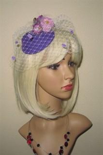 Фиолетовая шляпка с розами и птичкой