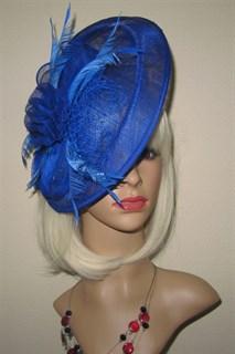 Большая плетеная шляпка на заколке Диана. Синяя
