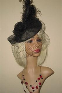 Черная плетеная шляпа на заколке Габриэлла