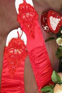 Красные перчатки на один палец с вышивкой на кисти