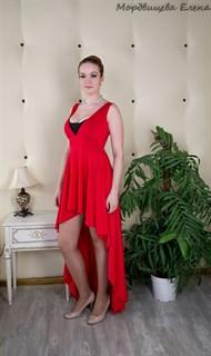 Красное короткое платье в пол с кружевом и длинным шлейфом. 257