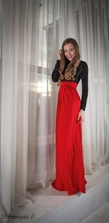 Красное платье в пол с черным бархатным верхом