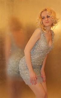 Коктейльное платье, расшитое камнями и пайетками Jovani