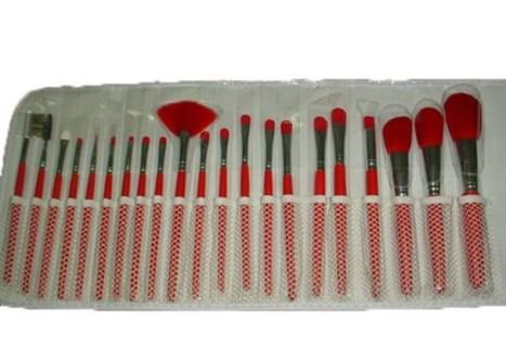Кисти для макияжа. 21 шт. Красного цвета