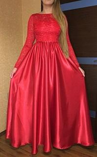 Красное длинное платье с кружевным верхом