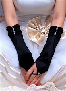 Черные перчатки со сборкой по локоть на один палец